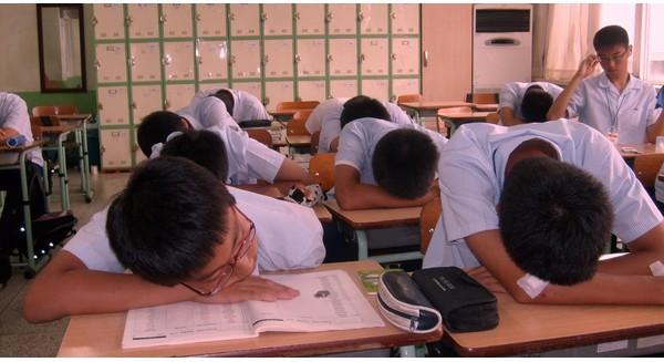 Teen Hàn Quốc học hành vất vả