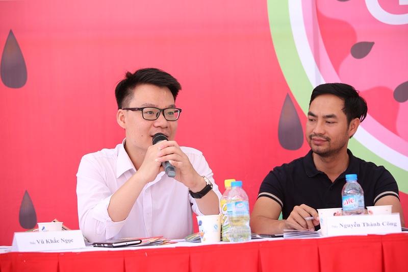 Thầy Vũ Khắc Ngọc và thầy Nguyễn Thành Công