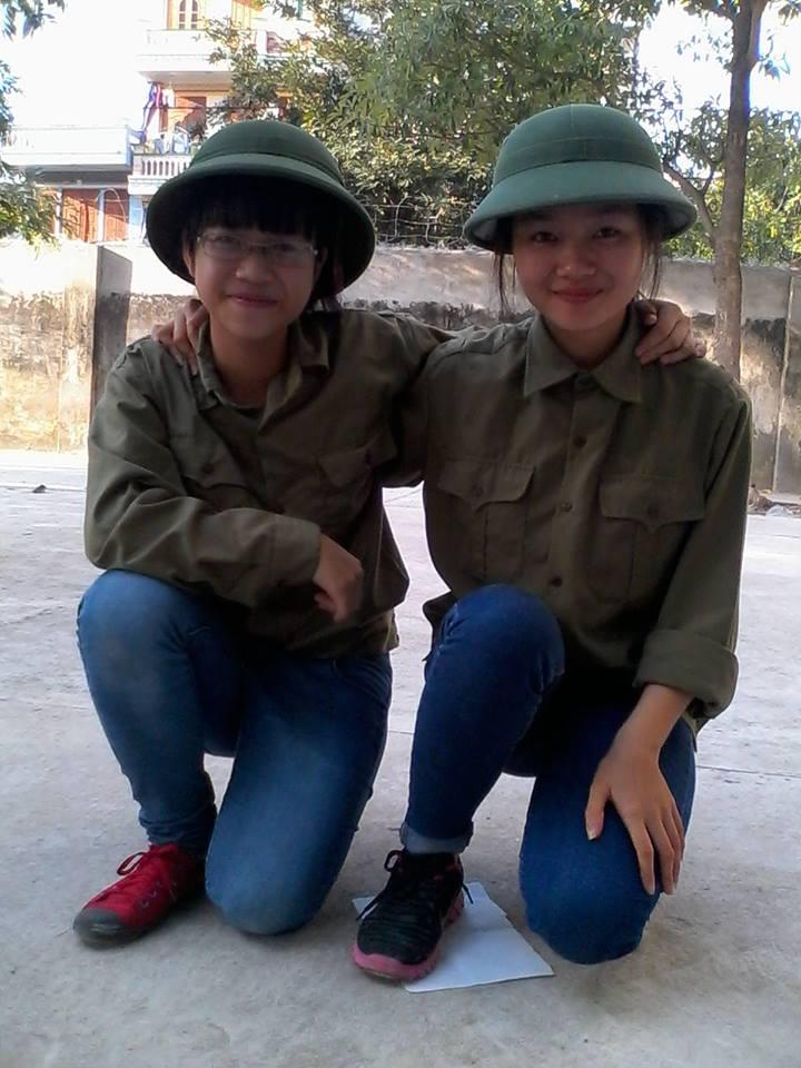Bạn Cao Thu Hồng (trái) và người bạn thân
