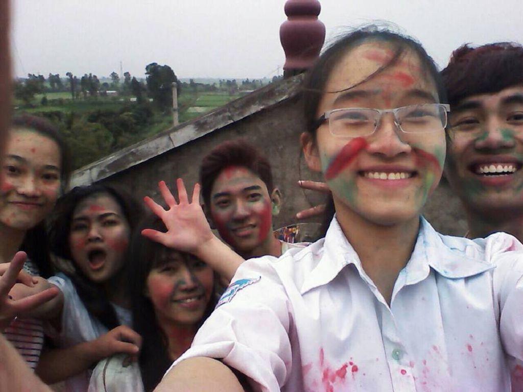 Ảnh: Nguyễn Thị Huyền Trang cùng các bạn học