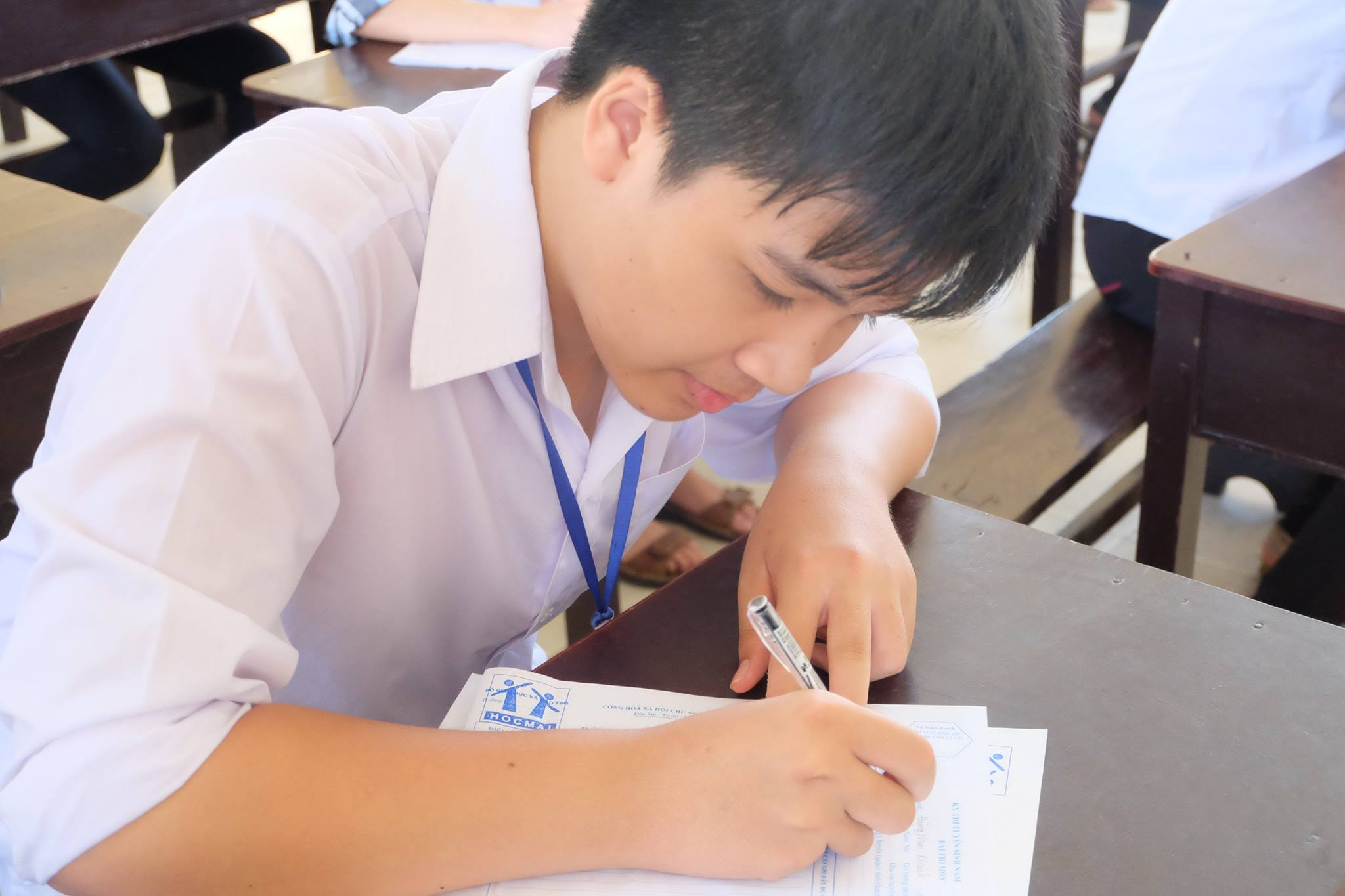 Kỳ thi vào 10 gây nhiều áp lực cho học sinh và phụ huynh