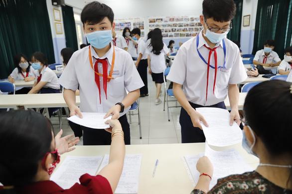 Teen 2k6 nộp hồ sơ cho kì thi vào 10 ở TPHCM